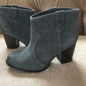 Splendid grey suede boot